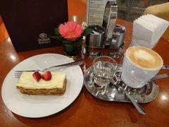 ホテルでまったり・・・がテーマなので、早速ホテルのラウンジバーでコーヒーとキャロットケーキを。ケーキは期待していなかったけど、意外に甘くなくて美味しかったです。コーヒーはイマイチでした。
