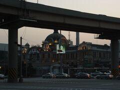 さらに歩いて、ソウル駅まで。 ここにある大型スーパー「ロッテマート」でお買物。