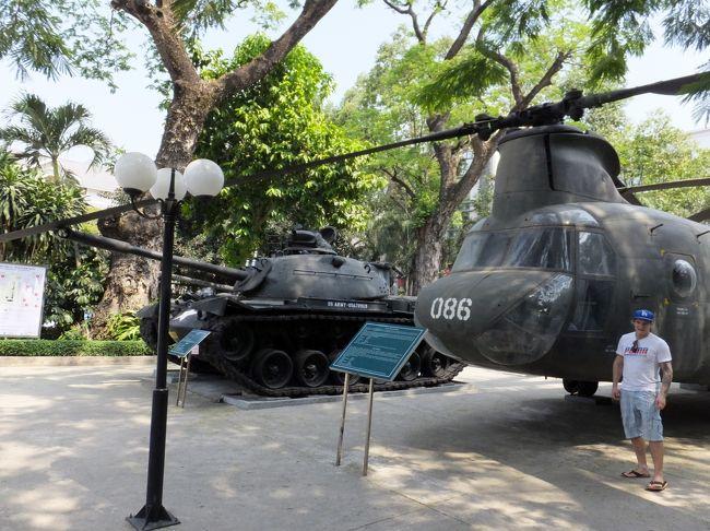 戦争証跡博物館はホーチミン中心1区のすぐ上3区のヴォーバンタム通りにあります。<br />統一会堂からでも十分歩いていける距離です。<br /><br />ここは統一会堂と同じく、ホーチミンへ観光旅行に訪れたならば必ず行っておきたいスポットです。<br />その名前の通り、ベトナム戦争に由来する作品が展示されています。<br />