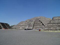 死者の道の北端にあるのが、月のピラミッド。