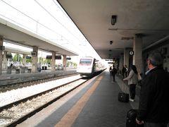 2013/04/29 カゼルタ駅  これから、9:15発のユーロスターでバーリに向かいます・・・ イタリア国鉄にしては珍しく遅れていませんでした!!