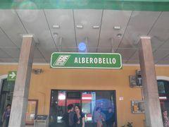 2013/04/29 アルベロベッロ駅  14時過ぎにアルベロベッロに着きました!! バーリから1時間ちょっと掛かりました・・・