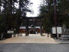 まずは駅近くにある穂高神社本宮へ (奥宮は上高地、嶺宮は北アルプスの奥穂高岳山頂にあります)  神社なので写真は外観だけ