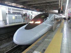 12:58 キターッ! 700系新幹線電車です。 山陽新幹線こだま744号.新大阪行に乗ります。