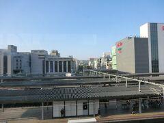 17:28 姫路に到着します。 奥の方に姫路城が見えますでしょうか?
