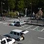 GW前日の夜なら大丈夫だろうと予測し出発したが、都内を抜けるところから大渋滞に見舞われた。東名で海老名を抜けるのに3時間、名古屋でも渋滞と大幅に遅れて高野山には10時間かかった。名古屋まで6時間運転後、仲間にバトンタッチしうとうとしながら到着し、すぐに歩き始めるというハードスケジュール。 7時45分中の橋駐車場に到着。既に観光客の車が何十台か泊まってました。奥の院に行くには超便利な駐車場です。