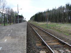 その踏切の脇が羽帯(はおび)という駅になっています。  最近はやりの秘境駅か。