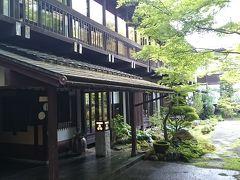 お参り後は、「白山比咩神社」から直ぐ近くの宿泊先「和田屋(わたや)」さんへ  玄関先からして素敵です。