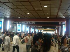 西金沢で北陸線に乗り換え金沢駅へ 金沢駅は大混雑でした。 さて、北陸新幹線「かかせやき号」で、信州戸隠へ向かいます。  最後に、キュートな和田屋六代目女将の「和田やつれづれ」をご覧ください。 あなたも、きっと和田屋に宿泊したくなる筈・・・ http://www.tsurugi-wataya.co.jp/wataya-diary/index.html  2012年12月の和田屋さんを紹介している旅行記は、↓こちらです。 http://4travel.jp/travelogue/10741000  2016.02.20追記 和田屋の聡子女将さん頑張ってますね。 https://yado-resort.com/# https://yado-resort.com/chubu-hokuriku/wataya/