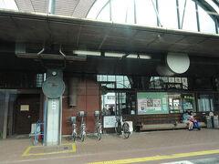 真岡駅  この駅でSLに遭遇、懐かしい煙の臭いを嗅ぎました。  沿線に三脚建てた撮り鉄が居た訳がわかりました。