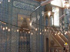 ここは大宰相リュステムパシャが16世紀に建てたモスクです。