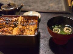 腹ごしらえにうなぎをいただきました。 人吉駅から15分ぐらい歩いたところにある上村うなぎ屋さんです。 身が厚くておいしいでした。