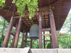 鐘楼堂  大梵鐘は、延宝元年(1673年)にあまりの大きさに七回の鋳造を経て完成し(東日本で最大級といわれております)、江戸三大名鐘の一つに数えられています。