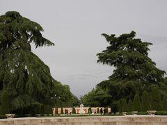 プラド美術館を出て右方面へ歩くとすぐにレティーロ公園。夜の7時過ぎでこの明るさ!! いいなー。
