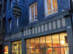 街の中心にある古風なホテル