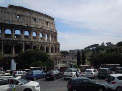 コロッセオと、コンスタンティーノの凱旋門と、