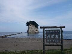 ランチの後は、見附島。 別名、軍艦島とも言われています。  このすぐそばの能登路荘のお風呂は、オーシャンビューなんですよ。