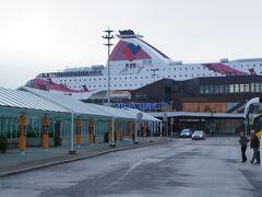 トゥルク・シリヤラインフェリーターミナル(Turun Silja Linen terminaali)とバルティック・プリンセス号(M/S Baltic Princess)と城通り(Linnankatu)  http://www.tallink.com/