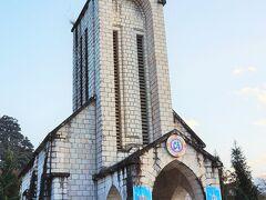 中心部に立つサパ教会。町のランドマーク的な存在。
