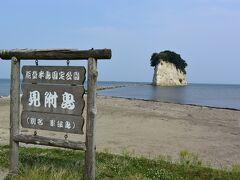 次は見附島へ。別名軍艦島。