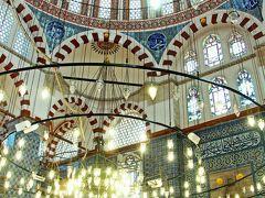 リュステム・パシャ・ジャミィは今回の旅で一番のお気に入りのモスク。 この日だけでは飽き足らず、翌日も訪れ、その青の世界を堪能した。  その様子を紹介しだすとこの日の旅行記ではボリュームが大きくなりすぎてしまうので、詳細はまた別の旅行記で紹介したい。