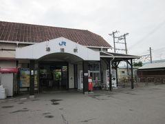 JR湯浅駅です、意外に昔のままでした…、改築されてないのですね?。 中学の頃、初めて紀勢本線に乗った時は、まだ未電化で「急行きのくに」のディーゼルカーがエンジン音響かして黒煙はいてました。  では、マップ片手にぶらぶら歩き始めます?。