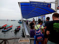 6月25日(木)、タオ島のメーハート港から14時45分発のロンプラヤ社の船に乗ってタイ本土のチュンポン港へ向かいます。  カオサンのロンプラヤ社オフィスで購入していたジョイントチケットは1600B(\6080)でタオ島・メーハートのロンプラヤ窓口で買うよりも高いようです。 チュンポン駅からバンコクまでの鉄道チケット手配料に200Bほど取られたような感じでした。