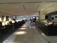 時間は飛んで、帰りの成田空港です。ANAラウンジ。