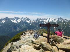 常念岳の山頂(2857m)から槍・穂高連峰