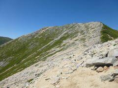横通岳(2767m)の山頂は通らず山腹をトラバース