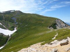 次の東天井岳(2814m)も山腹のハイマツ帯をトラバース