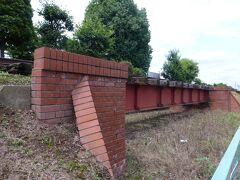 公園にある福川鉄橋。 福川鉄橋は、 深谷駅と日本煉瓦の工場を結ぶためにつくられた 日本煉瓦製造(株)の専用線が福川をまたぐためにつくられたのものでした。