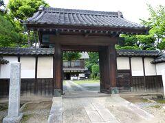 こちらが中の家の表門 中の家とは渋沢栄一の生家です。
