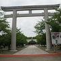 ●鳥居@大阪護国神社  大阪の護国神社は、住之江区にあります。 四つ橋線の住之江公園駅からすぐの場所です。