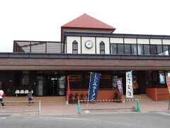 太宰治で有名な金木駅。 このあたりの中心地です。