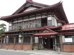 太宰治の生家である斜陽館。 かなり大きなしっかりした館です。 津軽のお大尽の家です。