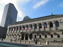 ボストンの図書館。ニューヨークのそれもそうだが、アメリカ東海岸の主要都市の図書館は重厚なものが多い。