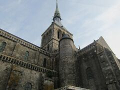午前中は、モンサンミッシェル修道院を 見学しました。その①