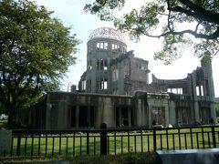 今回の旅最後の目的地。原爆ドーム。  個人的に、ここにはどうしても夏の暑い時に訪れたいと思っていました。  その理由は自分でもよくわかりませんが、ここは夏に来たかったんです。