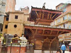 パタンのゲートを潜ってすぐのところに建つガネーシャ寺院