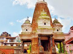タレジュの鐘の横にある、ナラシンハ寺院