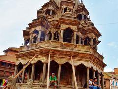 ダルバール広場には二つのクリシュナ寺院があるが、そのうちの奥側のクリシュナ寺院。18世紀に建設された。