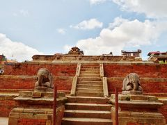 1705年にパタンのダルバール広場に建てられた、ハリ・シャンカール寺院も残念ながら倒壊してしまった。