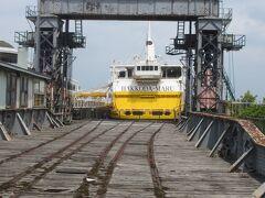 青函連絡船につながる線路 列車も運ぶ船