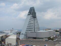青森港のシンボル的存在である三角のビルアスパム
