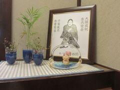 跳ねる前にまずはじんすけで食べる。ここもとてもおいしい。座った席のうしろに仙台太郎さんが。商売繁盛。