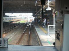 8:20 拝島駅に着きました。  拝島駅は青梅線・五日市線・八高線・西武拝島線、4路線の駅です。