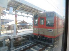 9:20 越生駅(おごせ)に突きました。  懐かしい色の塗装をした東武鉄道の車両です。  東武東上線開業100周年を記念して復刻したようです。