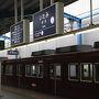 マイルで予約した伊丹から旭川行きの便は8月だけの期間限定運航で1日に1往復、往路の伊丹出発は7時10分と1日目から目一杯動きたい自分にとってはこれ以上ないスケジュールなのです。ということで神戸から阪急電車に乗ってまずは早朝の伊丹駅までやって来ました。