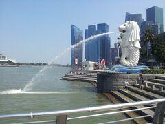 今日も元気に水を噴出してます。  シンガポールに来たって感じがします。